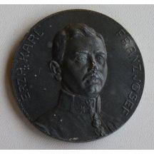 Carl Franz Josef na zinkové medailii s erby a korunou