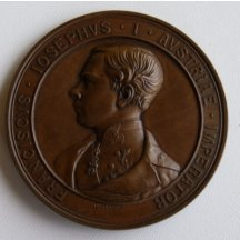 Mladý císař František Josef na medaili z bronzu