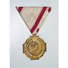 Jubilejní kříž z roku 1908 na vojenské stuze , zlacená bronz