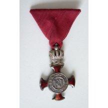 Záslužný kříž , stříbrný s korunkou na civilní stuze