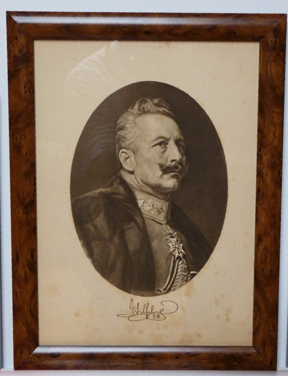 Emperor Wilhelm II. in oval frame with signature