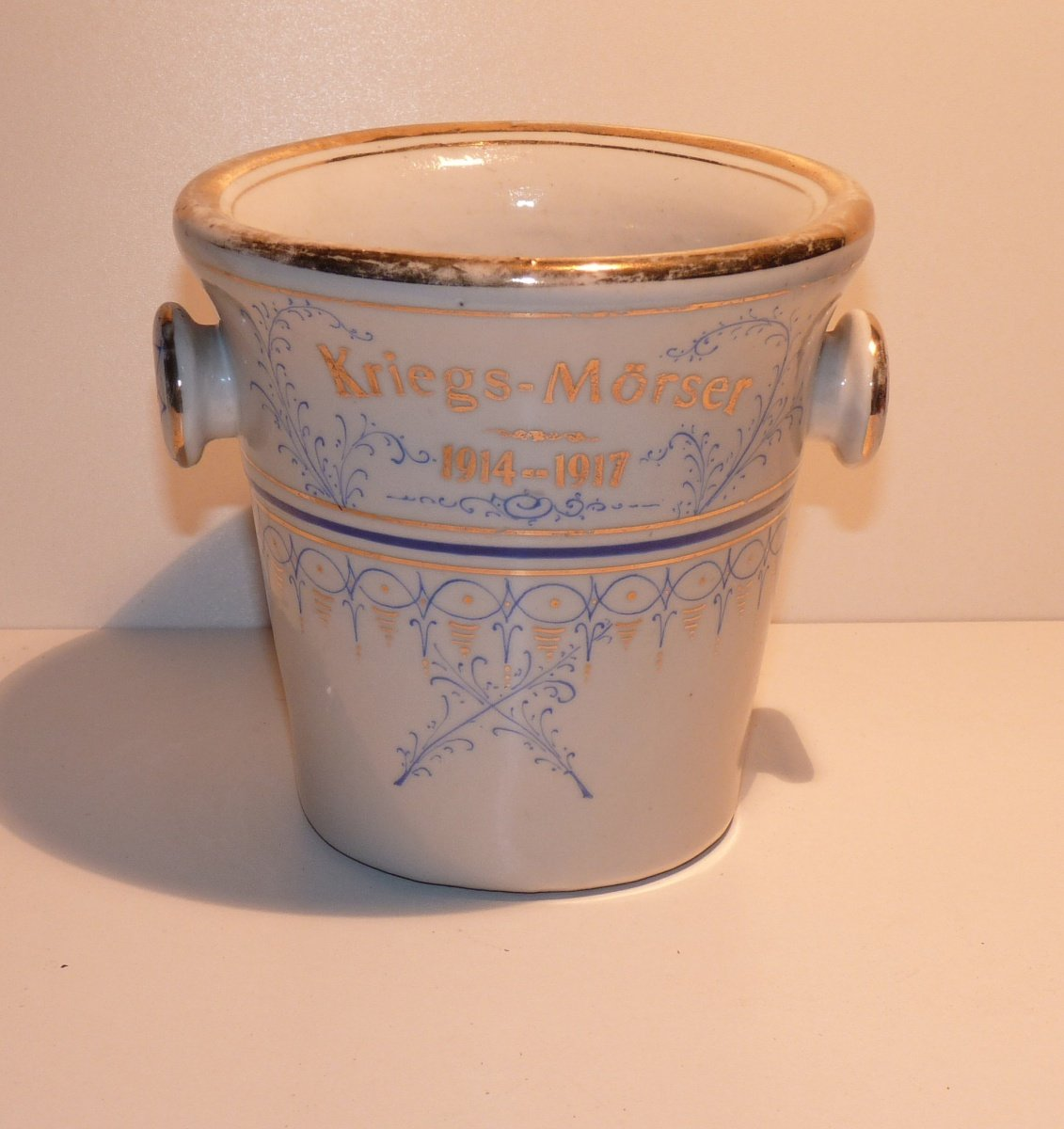 Decorative porcelain mortar