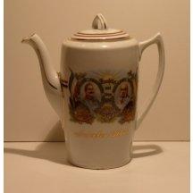 Porcelánová konvice s portréty dvou císařů