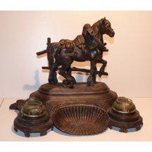 Kalamář - kůň na podstavci a dvě nádobky na inkoust