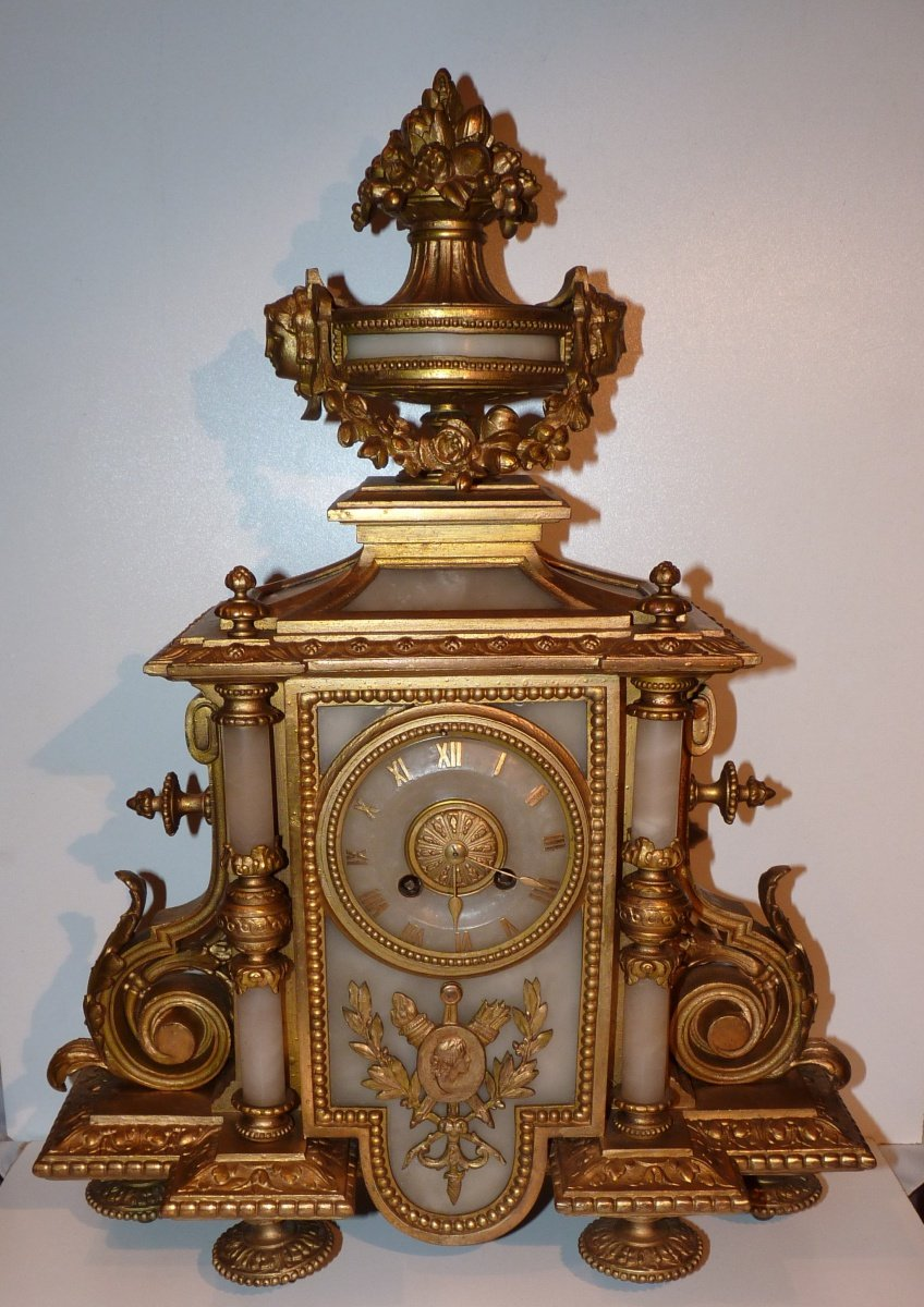 Historical table clock