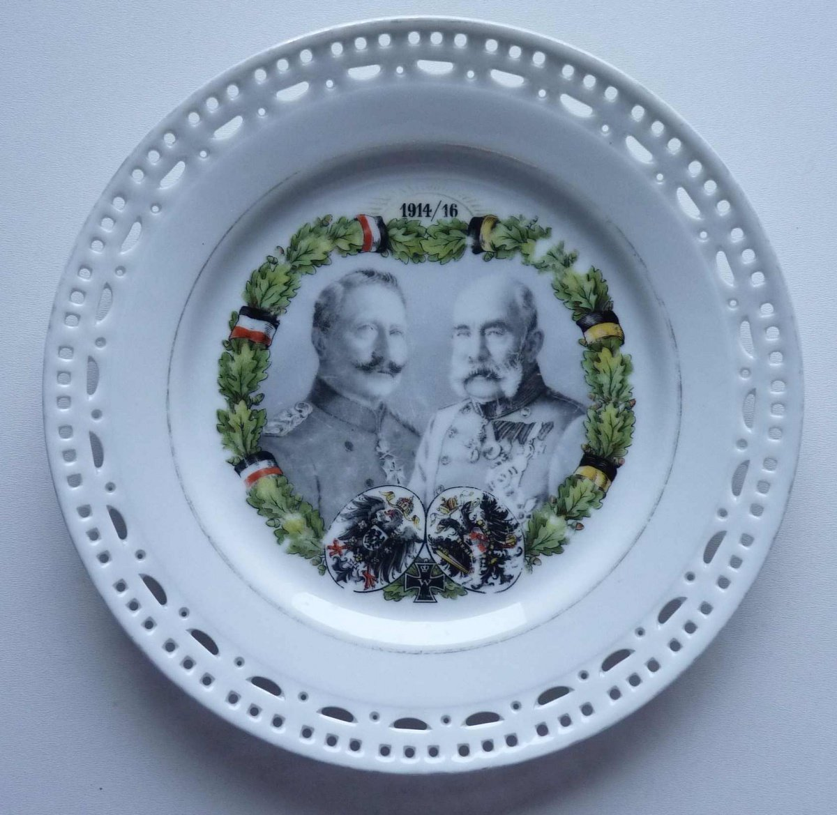 A plate with a double portrait of emperors FJI and WII / 19 cm