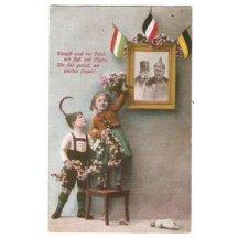 Děti mají na zdi obraz Franz Josefa a Wilhelma