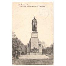 Mohutná socha Franz Josefa v Neustadtu, v městském parku