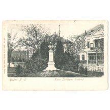 Busta Františka Josefa na podstavci
