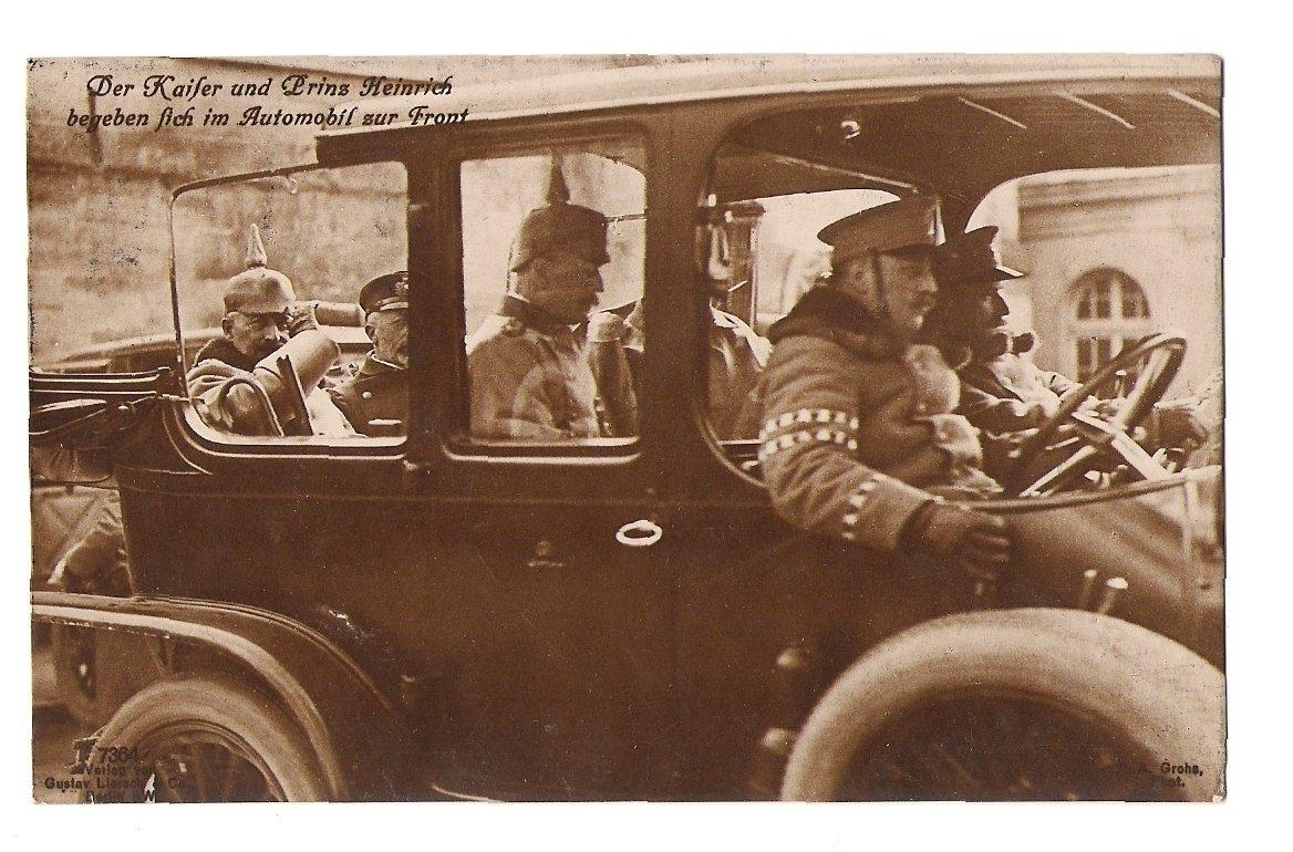 Císař Wilhelm v automobilu v doprovodu