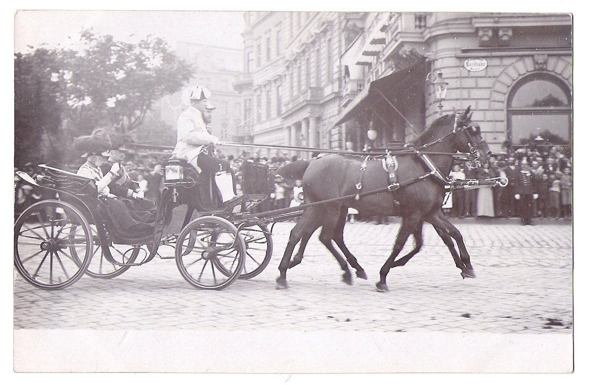 Franz Joseph comming on square