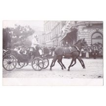 Franz Joseph přijíždí na náměstí