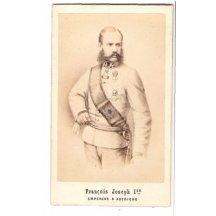 Stojící Franz Joseph v uniformě