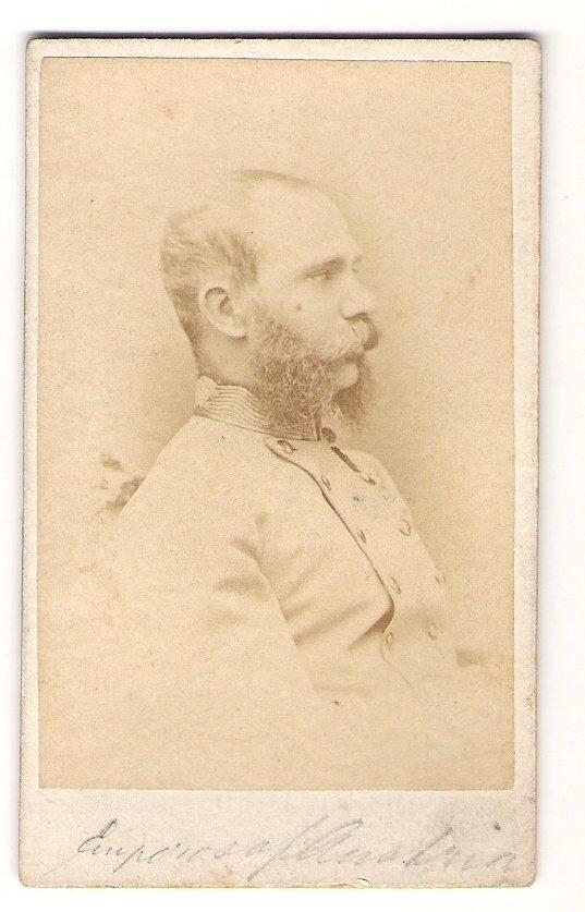 Franz Joseph vyfocen ze strany