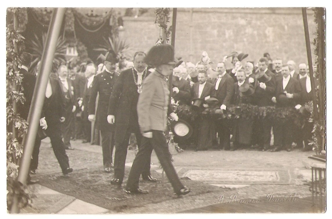 Emperor in Prague in accompanying the Mayor